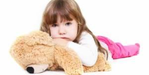 crianca-segurando-ursinho-de-pelucia-55431